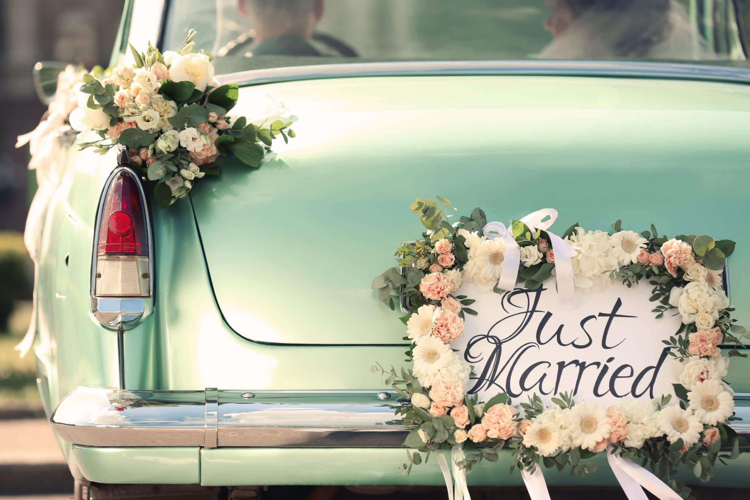 Top 10 Wedding Day Essentials for the Bride